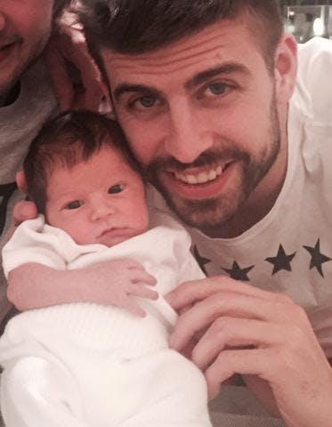 Il s'agit de Sasha, le fils de Shakira et Gerard Piqué         !