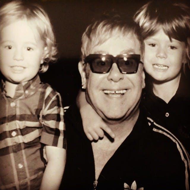 Il s'agit de Zachary et de Elijah, les fils d'Elton         John