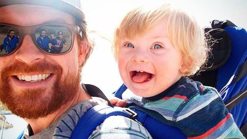 Photos : un papa met en scène son fils trisomique de façon   incroyable