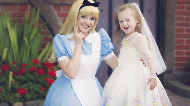 Trisomie 21 : une maman photographie sa petite fille telle une vraie princesse Disney
