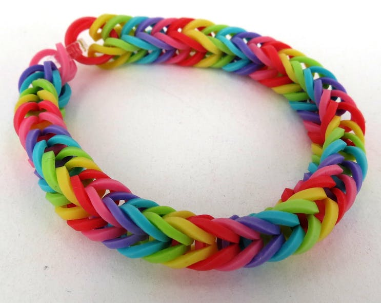 Un bracelet Rainbow loom