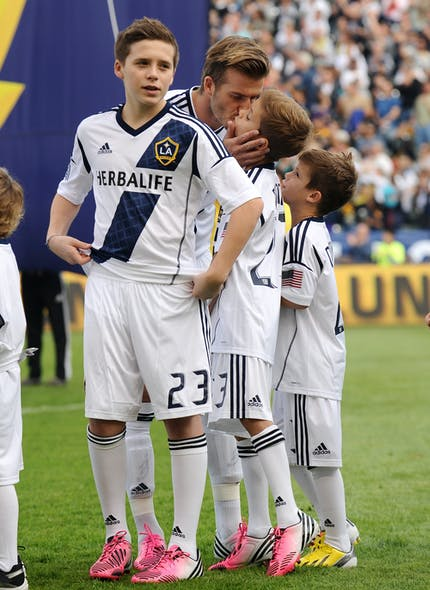 Bisou d'avant-match pour David Beckham