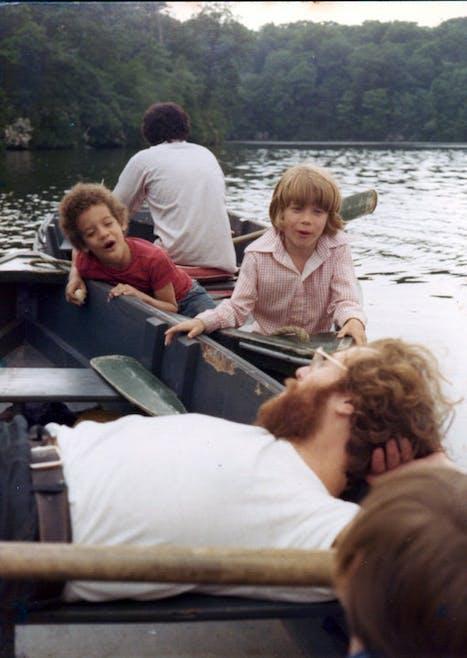 Flash-back : p'tite balade en barque avec son         jumeau