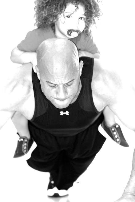 Les pompes, Vin les fait avec son fils sur le dos         !
