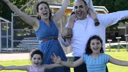 Vidéo : un show style Broadway pour annoncer l'arrivée du   4ème enfant