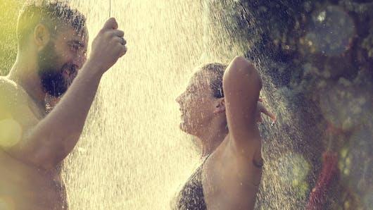 10 conseils pour pimenter son couple quand on part en  vacances avec les enfants !