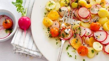 Entrée : salade de radis aux tomates cerises