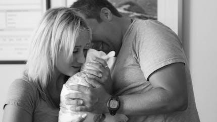 Première rencontre entre un couple et leur bébé
