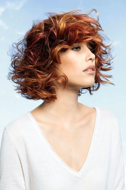 Carré sur cheveux roux et ondulés