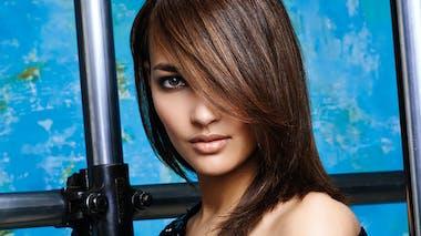 Cheveux longs et frange en biais