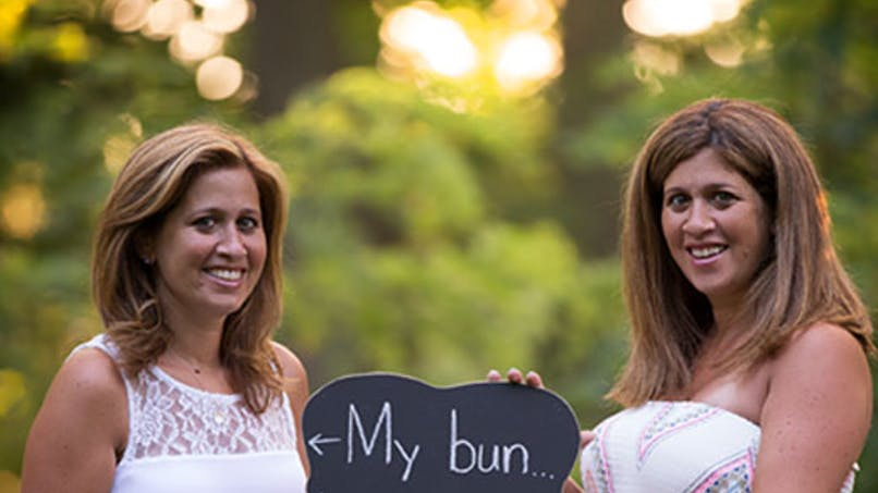 Etats-Unis : une femme porte l'enfant de sa sœur   jumelle