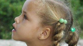 Enfant : 15 idées de coiffures pour cheveux frisés