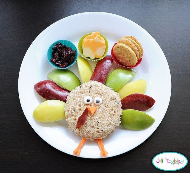Du pain, des fruits et des gâteaux secs !
