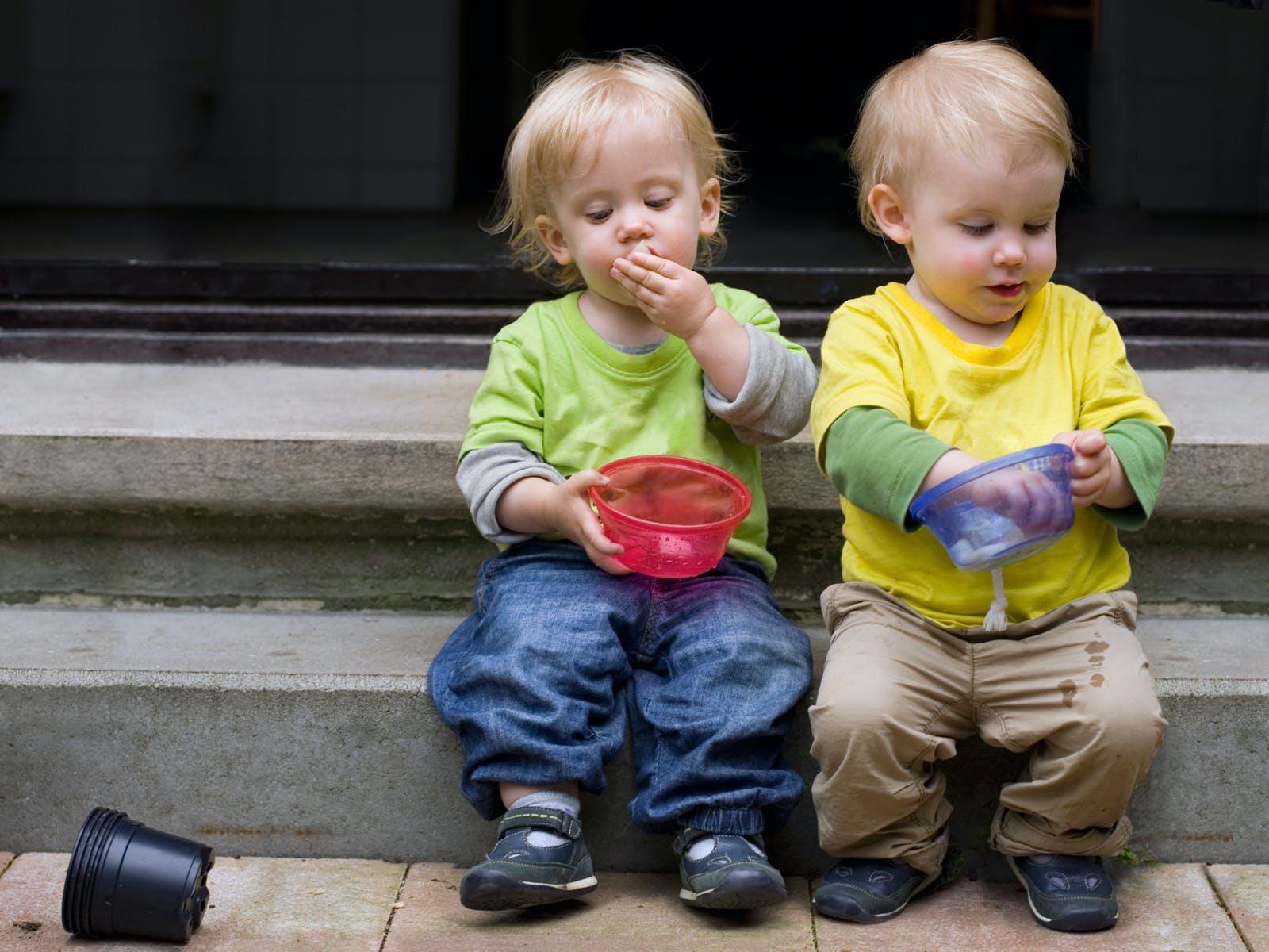 """Résultat de recherche d'images pour """"ENFANT JUMEAUX"""""""