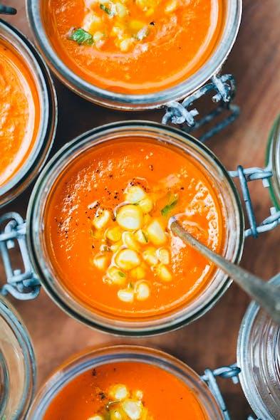 Soupe de carottes, tomates et lait de coco
