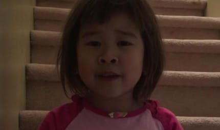 Vidéo : une petite fille de 6 ans appelle ses parents   divorcés à se réconcilier