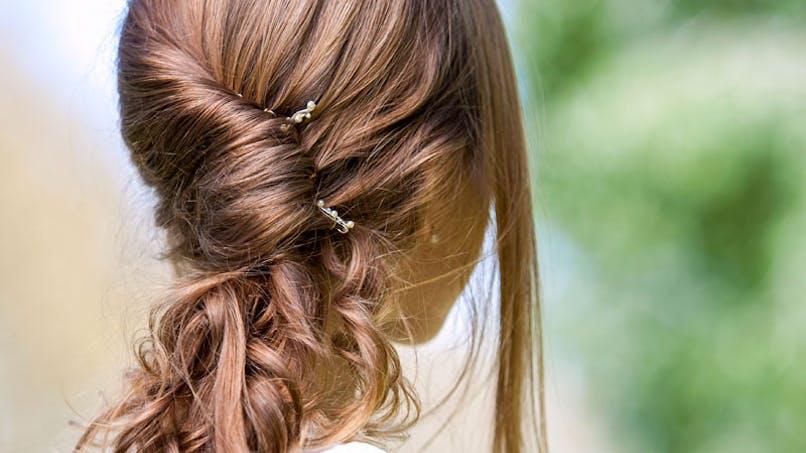 Une petite fille fait don de ses cheveux à des malades du   cancer
