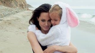 Angelina Jolie pose en famille pour le magazine   Vogue