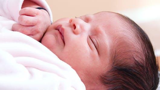 Quelle est la nationalité d'un bébé né à bord d'un avion  ?