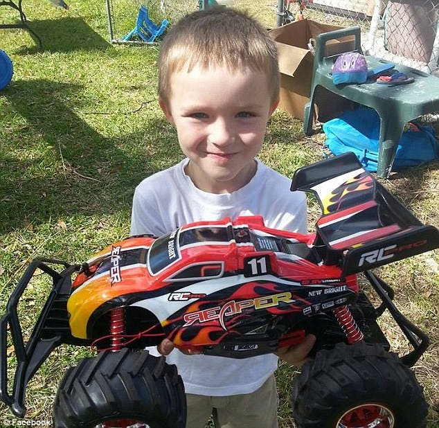 Un enfant autiste reçoit un magnifique cadeau        d'anniversaire