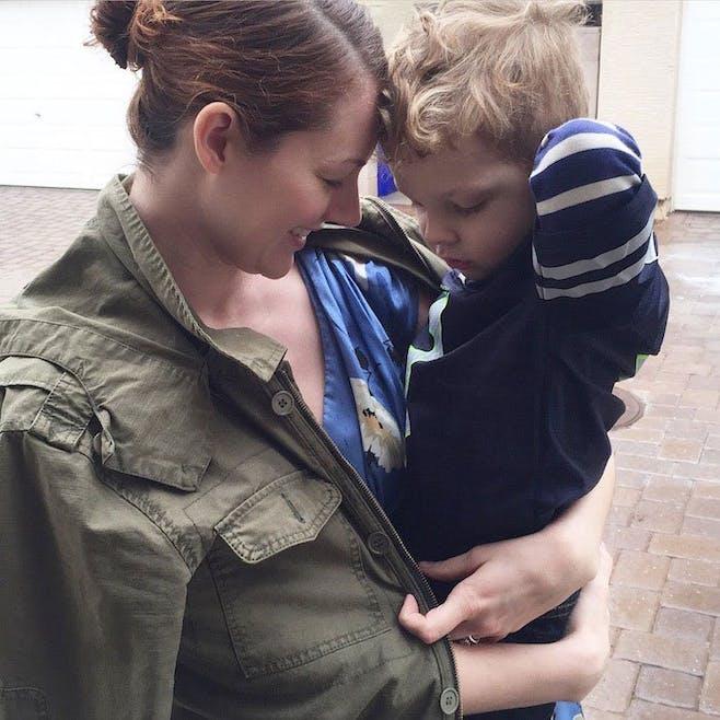 Une maman a laissé son fils l'habiller pendant une        semaine