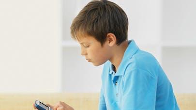 La majorité des parents surveillent l'activité numérique   de leur enfant