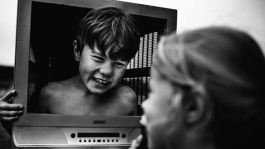 Photos : de sublimes clichés en noir et blanc d'enfants  vivant sans écrans !