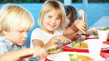 Régimes sans gluten, sans lait de vache, végétariens :  prudence chez les enfants !
