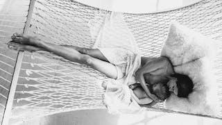 Une photographe met en scène l'allaitement maternel