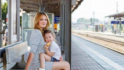 Voyager en train avec son bébé : mode d'emploi