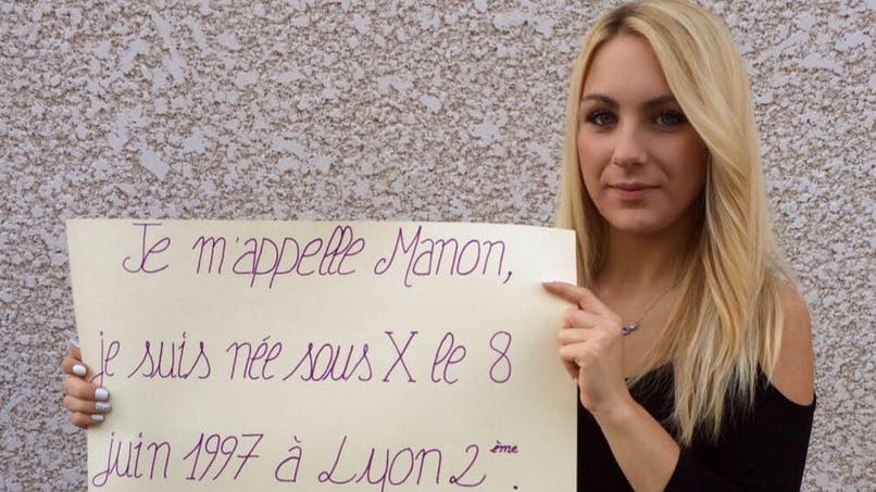 Manon, 19 ans, poste une photo d'elle pour retrouver sa   mère biologique