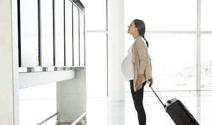 Quelles sont les précautions à prendre quand on veut voyager enceinte ?