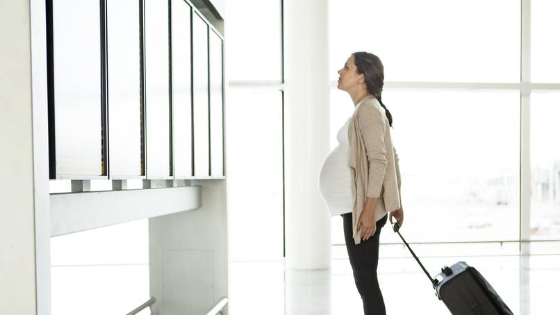Quelles sont les précautions à prendre quand veut voyager enceinte ?