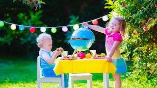 Jouer à la dînette avec son enfant, à quoi ça sert  ?