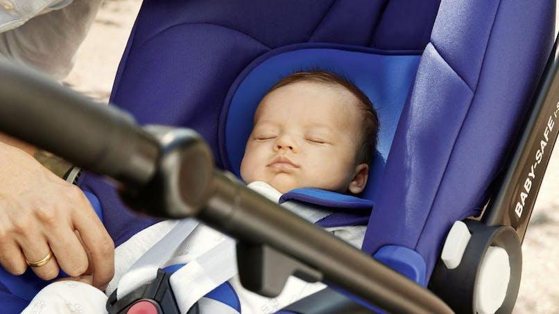 Premiers voyages avec bébé: 12% des papas   européens craignent d'oublier leurs enfants dans la voiture ou à   l'aéroport!