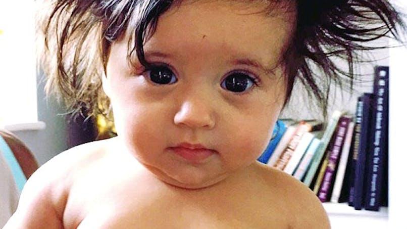 A 8 mois, ce bébé a déjà une chevelure de rêve