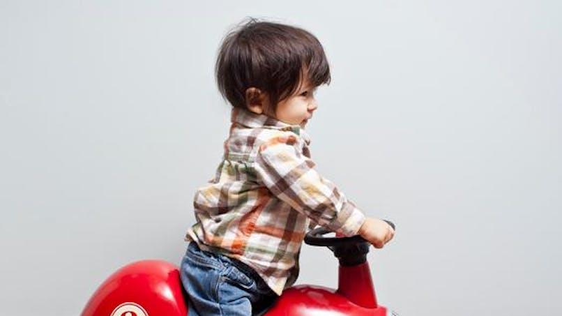 Pris d'une envie de frites, un garçon de 4 ans parcourt 3   km avec sa mini-voiture !