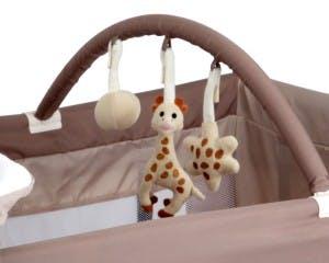 Lit parapluie Sophie la Girafe de Renolux - arche de jeux