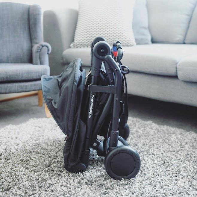 Poussette Nano V2 de Mountain Buggy - pliée compacte