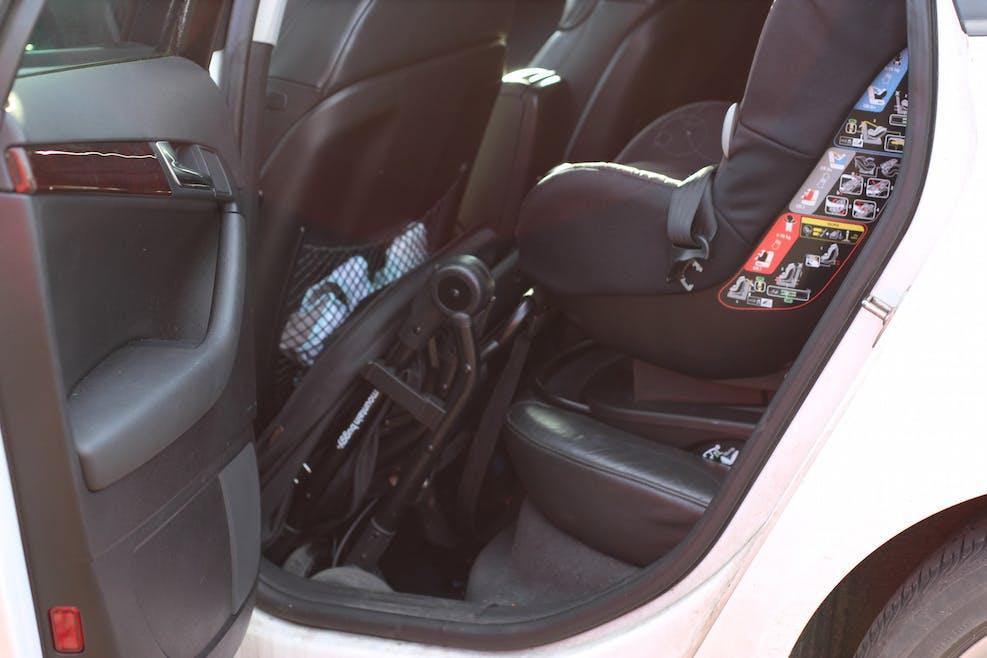Poussette Nano V2 de Mountain Buggy - compacte pliée voiture à k'arrière