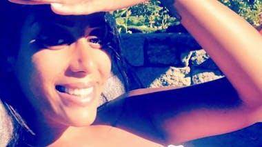 Amel Bent enceinte, profite du soleil