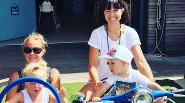Natasha St-Pier en vacances en famille, et entre amis !