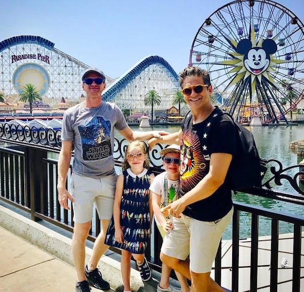 Neil Patrick Harris en famille à Disneyland Californie