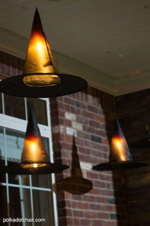 Chapeaux de sorcière éclairés