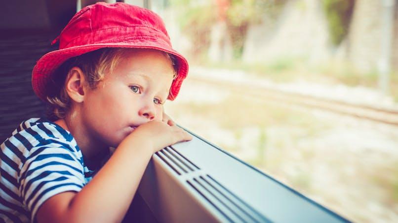 Un enfant de 3 ans oublié toute la journée dans un bus scolaire