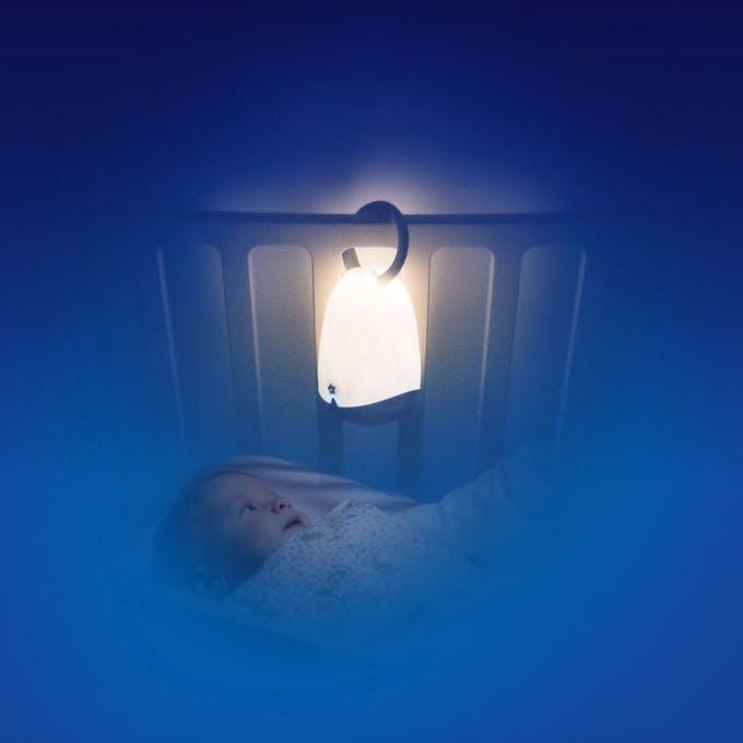 LumiBlo accrochée au lit