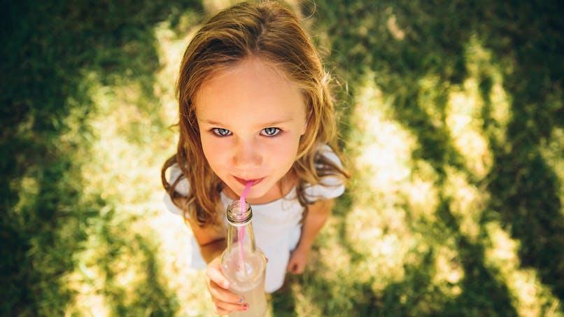 Puberté précoce : les sodas seraient en cause