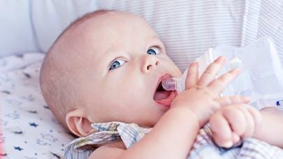 bébé s'hydrate