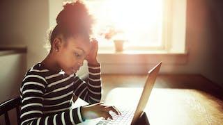 Internet : jusqu'où aller dans la surveillance de son  enfant ?