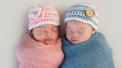 bébé rose et bébé bleu